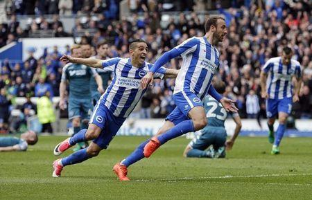 Britain Football Soccer - Brighton & Hove Albion v Wigan Athletic - Sky Bet Championship - The American Express Community Stadium - 17/4/17 Glenn Murray of Brighton and Hove Albion celebrates with Anthony Knockaert after scoring their first goal Action Images / Henry Browne Livepic