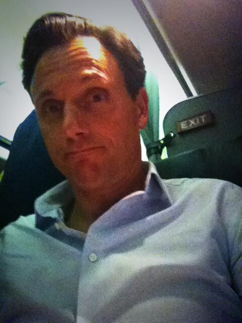 Sorry to abandon my Scandal fam at Upfront party! Flying to be Divergent in Chicago. Love u all pic.twitter.com/6KS3M2Fhyl