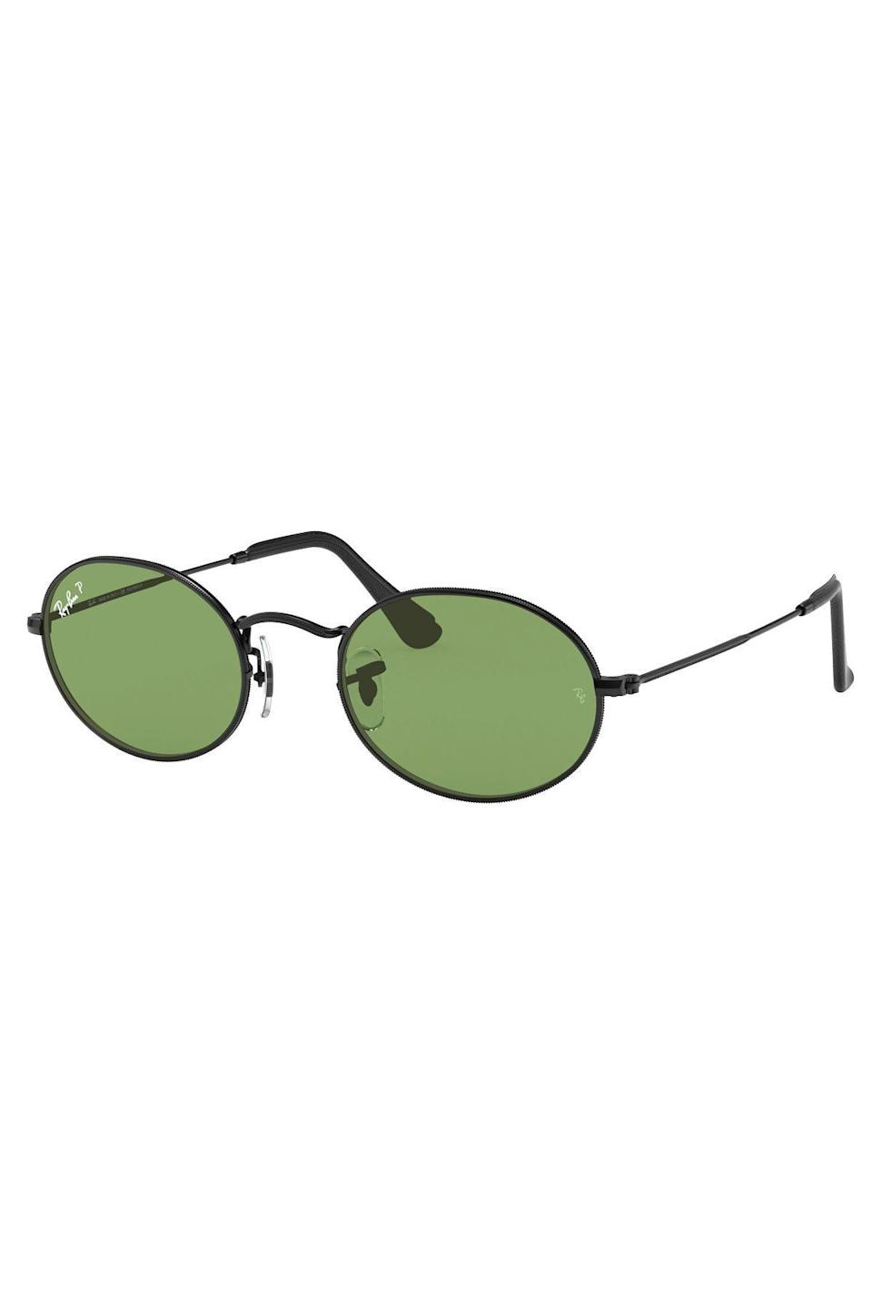 """<p><strong>ray-ban</strong></p><p>ray-ban.com</p><p><strong>$211.00</strong></p><p><a href=""""https://go.redirectingat.com?id=74968X1596630&url=https%3A%2F%2Fwww.ray-ban.com%2Fusa%2Fsunglasses%2FRB3547%2520UNISEX%2520oval%2520online%2520exclusive-black%2F8056597097611&sref=https%3A%2F%2Fwww.townandcountrymag.com%2Fsociety%2Ftradition%2Fg37681411%2Fprincess-diana-sweatshirt-biker-shorts-outfit-inspiration%2F"""" rel=""""nofollow noopener"""" target=""""_blank"""" data-ylk=""""slk:Shop Now"""" class=""""link rapid-noclick-resp"""">Shop Now</a></p><p>Ray-Ban offers a modernized version of Diana's oval glasses with silver frames. We love this green and black iteration. </p>"""