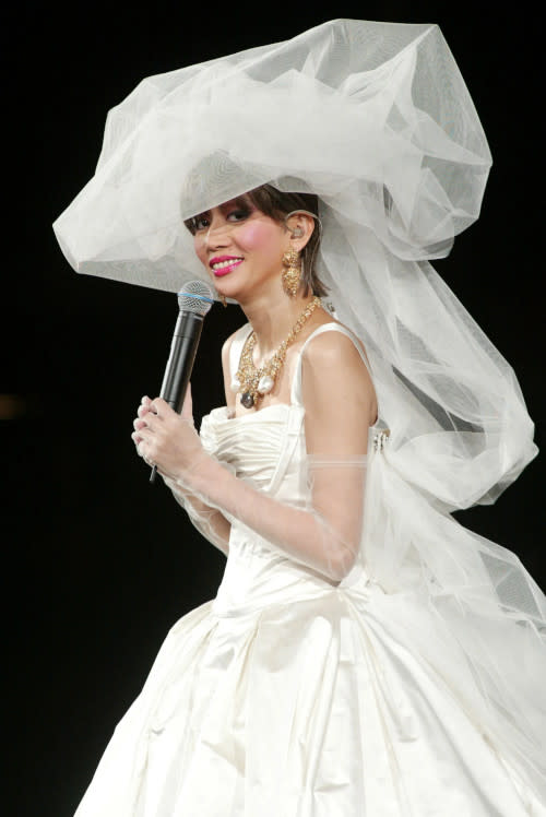 Anita Mui wore a wedding dress in her last concert prior to her passing