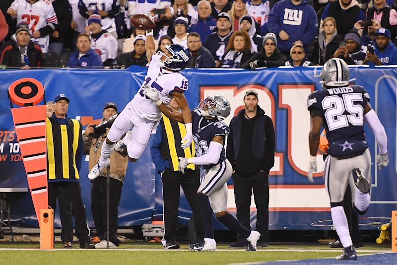EAST RUTHERFORD, NEW JERSEY - NOVEMBER 04: Golden Tate #15 of the New York Giants leaps into the air for a catch to give the Giants some yardage during the second quarter of the game against the Dallas Cowboys at MetLife Stadium on November 04, 2019 in East Rutherford, New Jersey. (Photo by Sarah Stier/Getty Images)