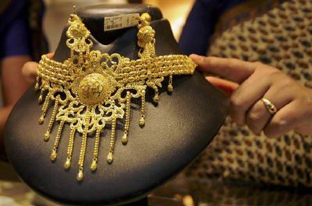 MCX gold futures flat; strong rupee offsets global cues