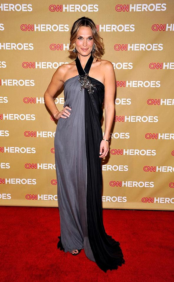 """Celebrities including Molly Sims honored everyday heroes at the second annual """"CNN Heroes: An All-Star Tribute"""" on Saturday. Frazer Harrison/<a href=""""http://www.gettyimages.com/"""" target=""""new"""">GettyImages.com</a> - November 22, 2008"""