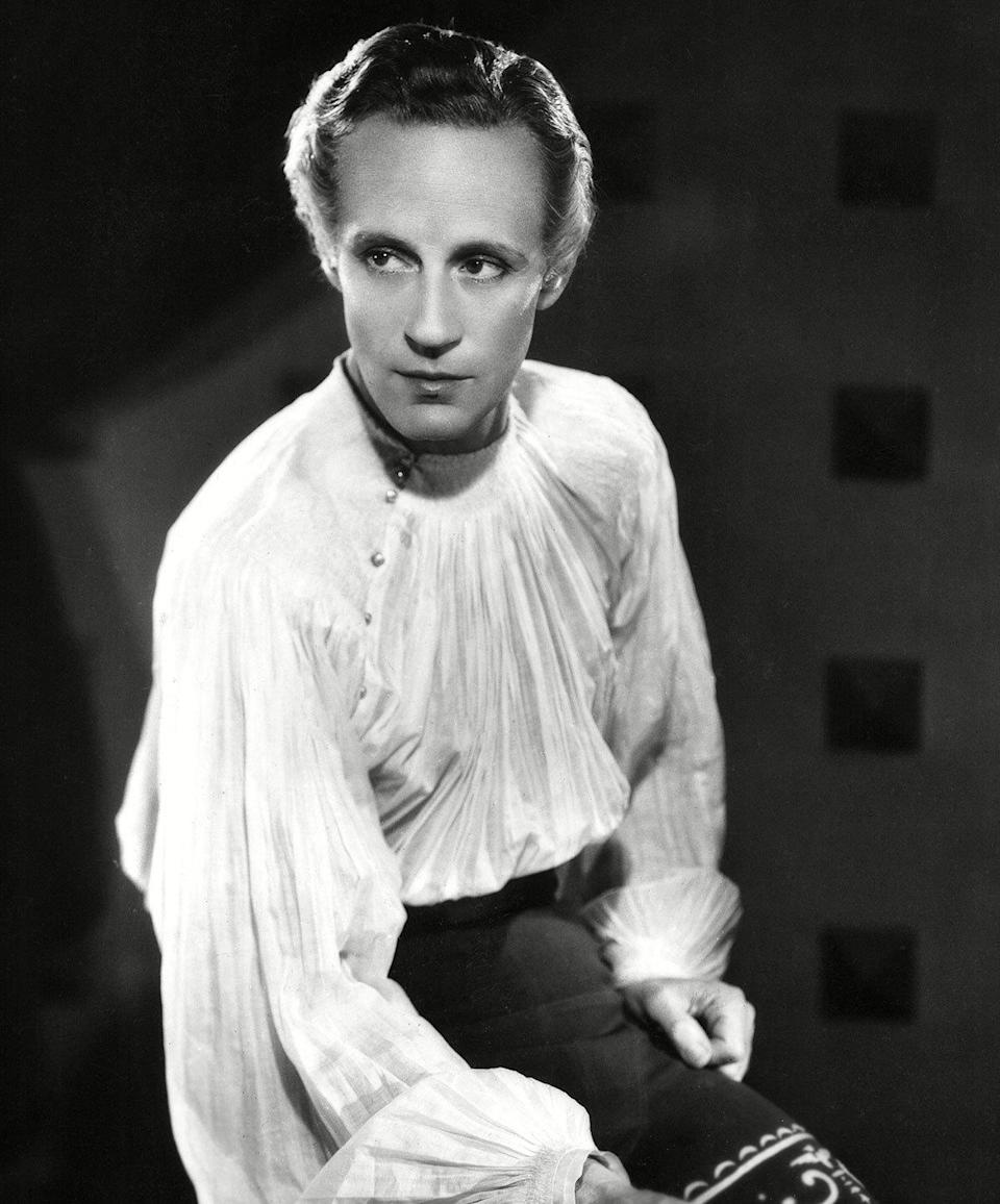 Leslie Howard as Romeo Montague in 'Romeo And Juliet' (1938) Real age at the time: 43 - Character age: 16