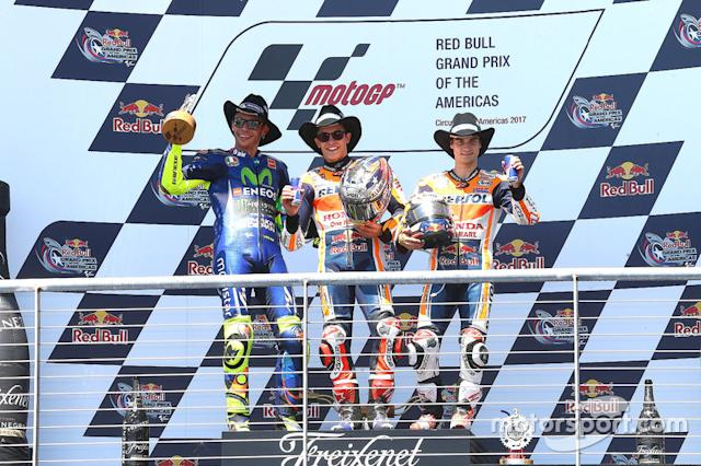 "Podio: 1º Marc Márquez, 2º Valentino Rossi, 3º Dani Pedrosa <span class=""copyright"">Gold and Goose / LAT Images</span>"