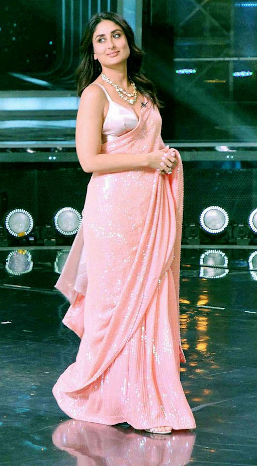 Kareena Kapoor stuns in a pink saree