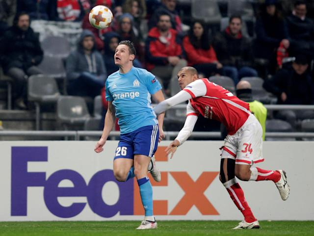 Soccer Football - Europa League Round of 32 Second Leg - S.C. Braga vs Olympique de Marseille - Estadio Municipal de Braga, Braga, Portugal - February 22, 2018 Marseille's Florian Thauvin in action with Sporting Braga's Raul Silva REUTERS/Miguel Vidal