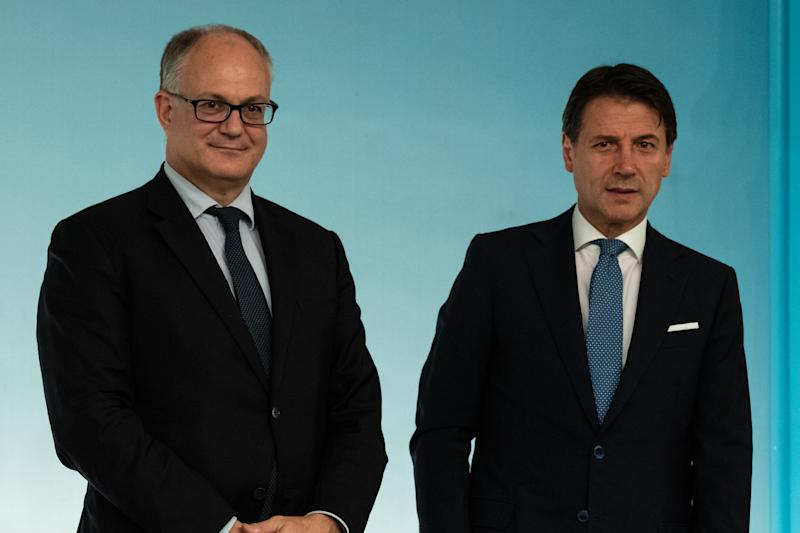 Il premier Giuseppe Conte e il ministro Roberto Gualtieri (Photo by Cosimo Martemucci/SOPA Images/LightRocket via Getty Images)
