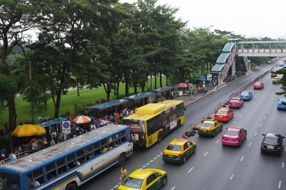 12 tourists injured as bus roof ripped off in Bangkok
