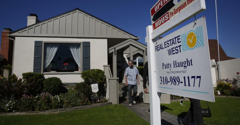 Weekly mortgage applications drop 4 3%, despite lower interest rates