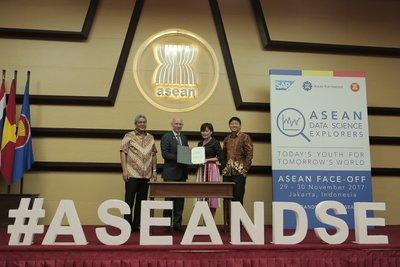 The ASEAN Foundation and SAP signed a Memorandum of Understanding (MoU) to extend their collaboration in 2018. Present here are (L-R): His Excellency Vongthep Arthakaivalvatee, Deputy Secretary General of ASEAN for Socio-Cultural Community; Mr. Claus Andresen, President and Managing Director of SAP Southeast Asia; Ms. Elaine Tan, Executive Director of the ASEAN Foundation and Mr. Eugene Ho, Head of Corporate Affairs, SAP Southeast Asia