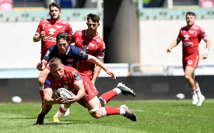 Jac Morgan of Scarlets in action during the Guinness Pro14 Rainbow Cup match between the Scarlets and Edinburgh Rugby at Parc y Scarlets on June 13, 2021 in Llanelli, Wales - GETTY IMAGES