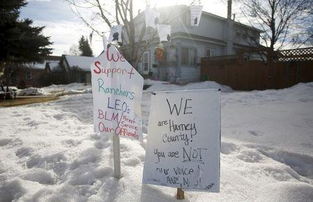 Signs supporting ranchers and law enforcement in the yard of a home in Burns, Oregon February 11, 2016. REUTERS/Jim Urquhart