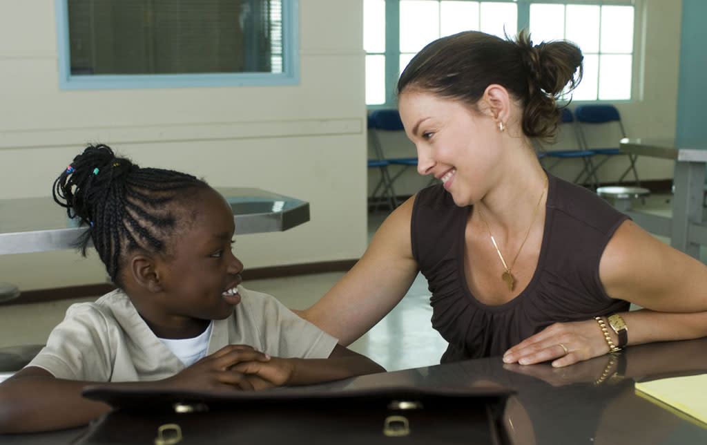 """Ogechi Egonu and <a href=""""http://movies.yahoo.com/movie/contributor/1800018868"""">Ashley Judd</a> in The Weinstein Company's <a href=""""http://movies.yahoo.com/movie/1809837407/info"""">Crossing Over</a> - 2009"""