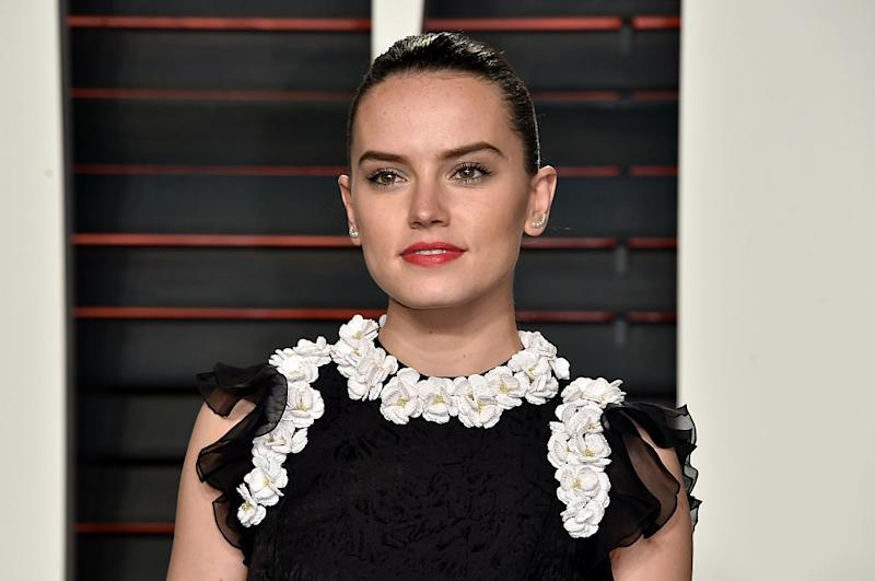 Daisy Ridley stepped out for the first time this month, looks like a gothic Old Hollywood starlet