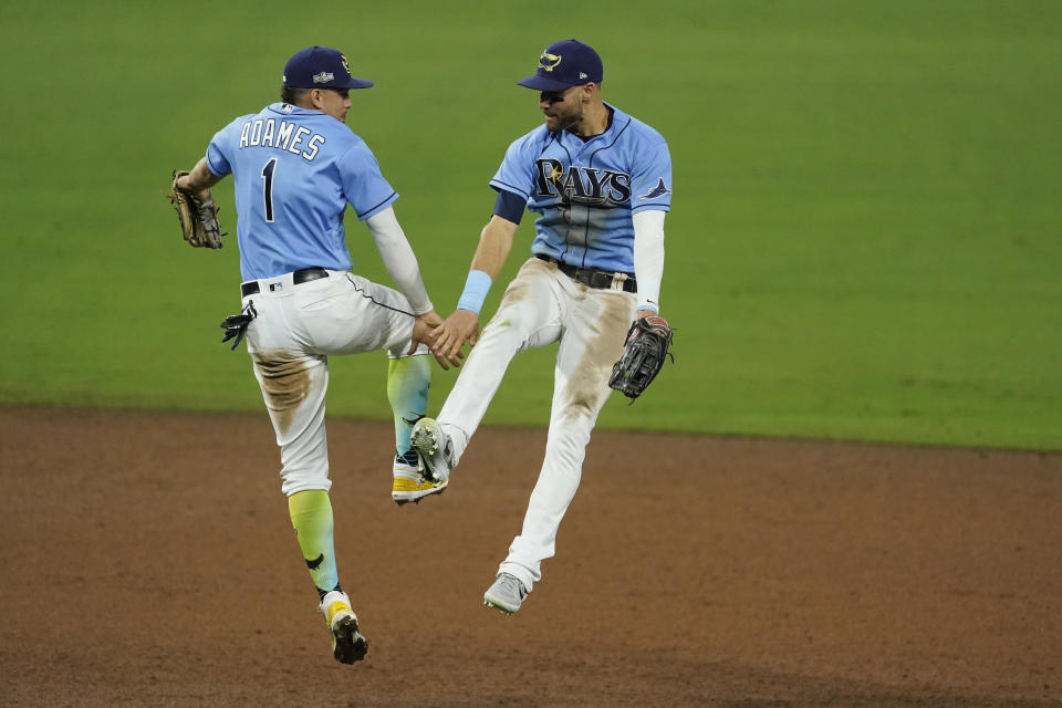 坦帕灣光芒二壘手Brandon Lowe與游擊手Willy Adames。(AP Photo/Ashley Landis)