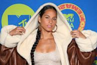 "<p><a class=""link rapid-noclick-resp"" href=""https://www.popsugar.com/Alicia-Keys"" rel=""nofollow noopener"" target=""_blank"" data-ylk=""slk:Alicia Keys"">Alicia Keys</a> went for her signature barely-there beauty look to make sure her side braid and accessories stood out. </p>"