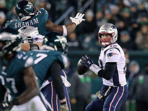 Film study: Patriots' problems on offense vs. Eagles come down to continuity