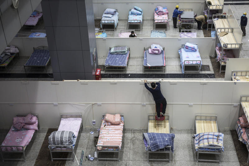 WUHAN, CHINA - FEBRUARY 04: (CHINA OUT) Workers continue to prepare beds at Wuhan International Conference and Exhibition Center on February 4, 2020 in Wuhan, Hubei Province, China. Wuhan epidemic prevention headquarters started converting three existing venues, including a gymnasium and an exhibition center, into hospitals to receive patients infected with the coronavirus. (Photo by Getty Images)