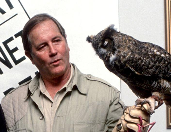 """Jim Fowler, who co-hosted Mutual of Omaha's """"Wild Kingdom"""" with Marlin Perkins and was a frequent guest on """"The Tonight Show,"""" died on May 8, 2019. He was 89."""