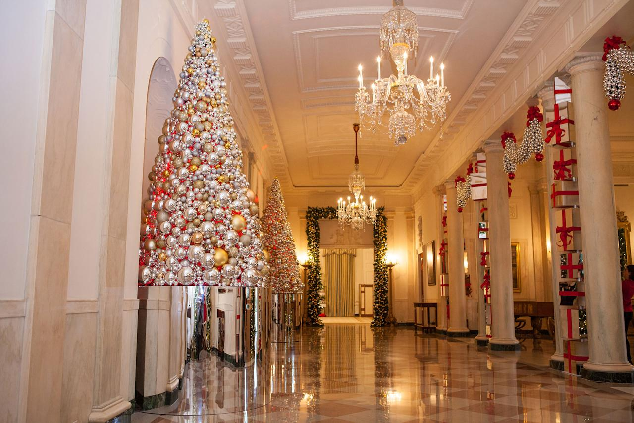 Grand Foyer White House : The obamas unveil white house holiday decorations