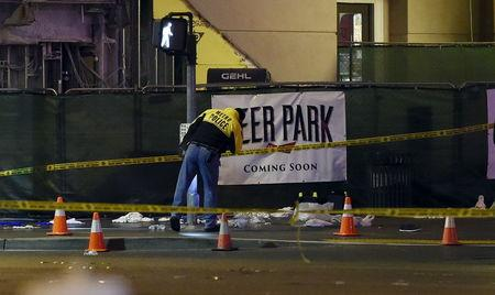 Las Vegas police investigate following a traffic crash in front of the Planet Hollywood Hotel, near the hotel and casino where the Miss Universe pageant was being held, in Las Vegas, Nevada December 20, 2015.   REUTERS/David Becker