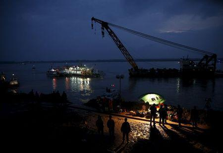 Rescue ships and workers are seen around a sunken ship in the Jianli section of Yangtze River, Hubei province, China, June 2, 2015. REUTERS/Kim Kyung-Hoon
