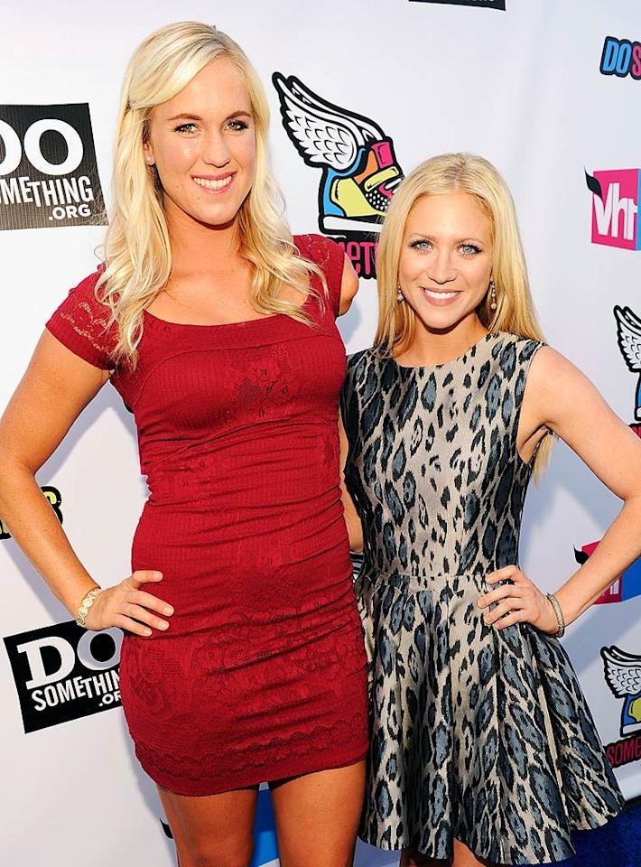 """Pro surfer Bethany Hamilton -- who made headlines after losing her arm during a shark attack and then returning to surfing -- posed with actress Brittany Snow. Bethanny was up for the Do Something Athlete award for her donation to a Christian relief organization that aids children living in poverty. Kevin Mazur/<a href=""""http://www.wireimage.com"""" target=""""new"""">WireImage.com</a> - August 14, 2011"""