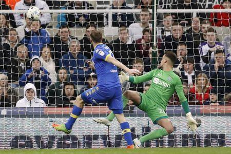 Britain Soccer Football - Newcastle United v Leeds United - Sky Bet Championship - St James' Park - 14/4/17 Leeds United's Chris Wood scores their first goal Mandatory Credit: Action Images / Carl Recine Livepic