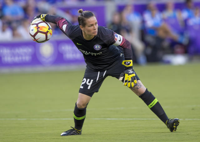 Ashlyn Harris throws a ball during the NWSL soccer match between the Orlando Pride and New Jersey Sky Blue FC (Photo by Andrew Bershaw/Icon Sportswire via Getty Images)