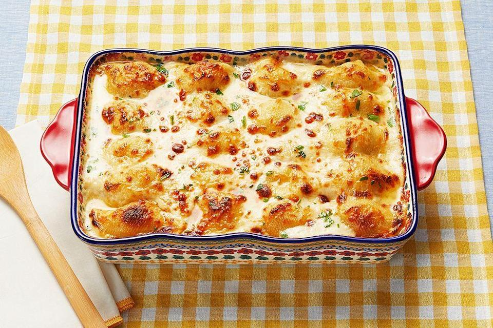 """<p>These cheesy, chicken-filled jumbo shells do not disappoint. Bonus: You can make them ahead of time and just reheat come dinner.</p><p><strong><a href=""""https://www.thepioneerwoman.com/food-cooking/recipes/a97301/chicken-alfredo-stuffed-shells/"""" rel=""""nofollow noopener"""" target=""""_blank"""" data-ylk=""""slk:Get the recipe"""" class=""""link rapid-noclick-resp"""">Get the recipe</a>.</strong></p><p><strong><a class=""""link rapid-noclick-resp"""" href=""""https://go.redirectingat.com?id=74968X1596630&url=https%3A%2F%2Fwww.walmart.com%2Fbrowse%2Fhome%2Fthe-pioneer-woman-cookware%2F4044_623679_6182459_9190581&sref=https%3A%2F%2Fwww.thepioneerwoman.com%2Ffood-cooking%2Fmeals-menus%2Fg37103321%2Fchicken-pasta-recipes%2F"""" rel=""""nofollow noopener"""" target=""""_blank"""" data-ylk=""""slk:SHOP COOKWARE"""">SHOP COOKWARE</a><br></strong></p>"""