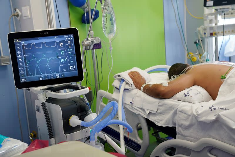 Spanish ICU adds beds for winter after 'terrible avalanche' of patients earlier this year