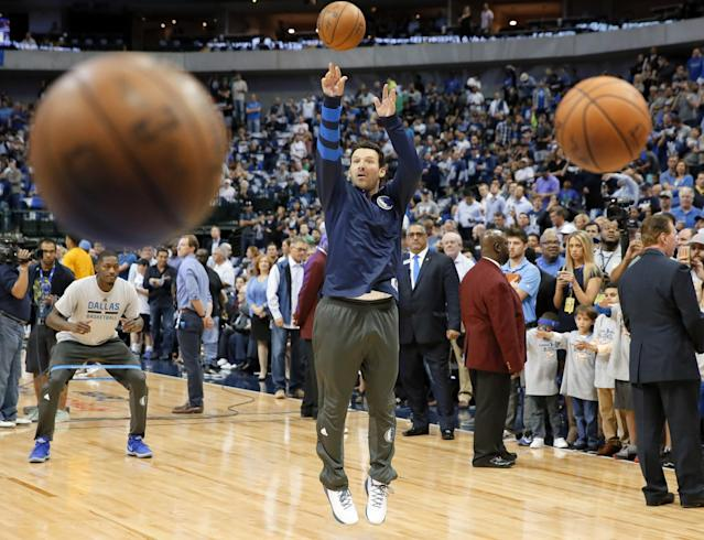 Tony Romo gets some shots up. (AP)