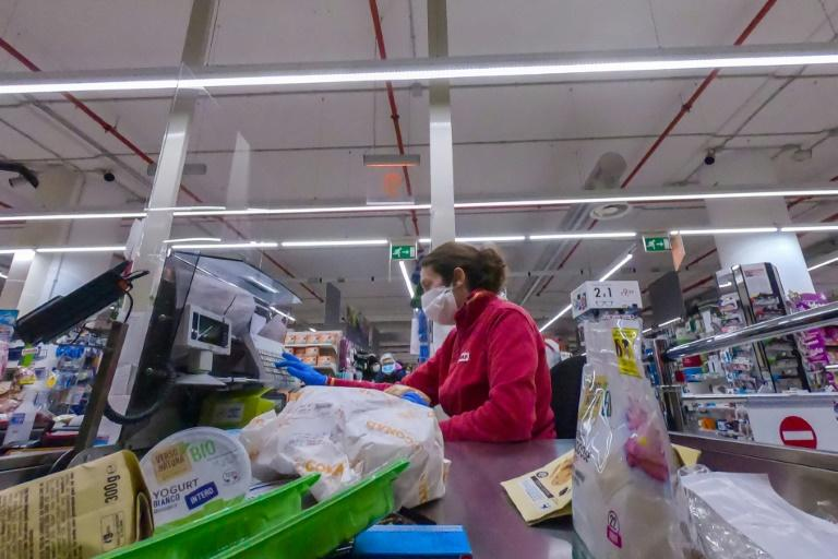 The main supermarket distribution chain has not issued specific advice to its members, leaving individual stores to take the initiative