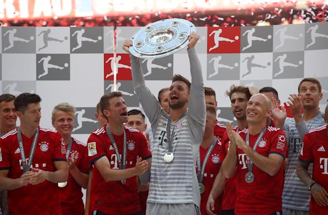Soccer Football - Bundesliga - Bayern Munich v VfB Stuttgart - Allianz Arena, Munich, Germany - May 12, 2018 Bayern Munich's Sven Ulreich and team mates celebrate winning the Bundesliga with the trophy REUTERS/Michael Dalder DFL RULES TO LIMIT THE ONLINE USAGE DURING MATCH TIME TO 15 PICTURES PER GAME. IMAGE SEQUENCES TO SIMULATE VIDEO IS NOT ALLOWED AT ANY TIME. FOR FURTHER QUERIES PLEASE CONTACT DFL DIRECTLY AT + 49 69 650050