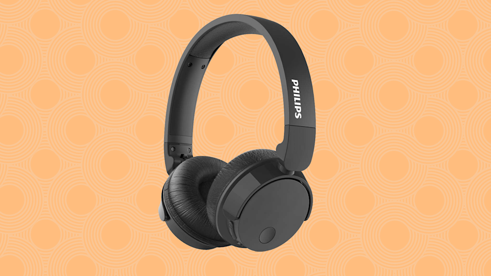 Alert: These Philips noise-canceling headphones are nearly 70 percent off! (Photo: Walmart)