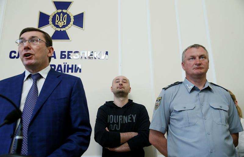 Russian journalist Arkady Babchenko (C), who was reported murdered in the Ukrainian capital on May 29, Ukrainian Prosecutor General Yuriy Lutsenko (L) and head of the National Police Serhii Kniaziev attend a news briefing in Kiev, Ukraine May 30, 2018. REUTERS/Valentyn Ogirenko