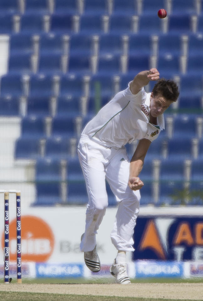South African bowler Morne Morkel delivers a ball during the third day of their first Test against Pakistan at the Sheikh Zayed Cricket Stadium in Abu Dhabi on October 16, 2013. Pakistan were bowled out for 442 in their first innings giving them a lead of 193 runs over South Africa's first innings of 249.  AFP PHOTO/STR        (Photo credit should read STR/AFP/Getty Images)