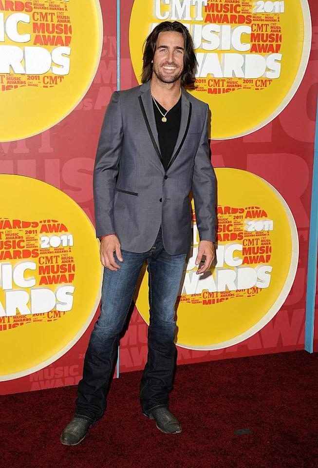 """Barefoot Blue Jean Night"" singer Jake Owen rocked a blazer, T-shirt, and jeans. But what did you think of the ""Jersey Shore""-ish gold necklace? Jason Merritt/<a href=""http://www.gettyimages.com/"" target=""new"">GettyImages.com</a> - June 8, 2011"
