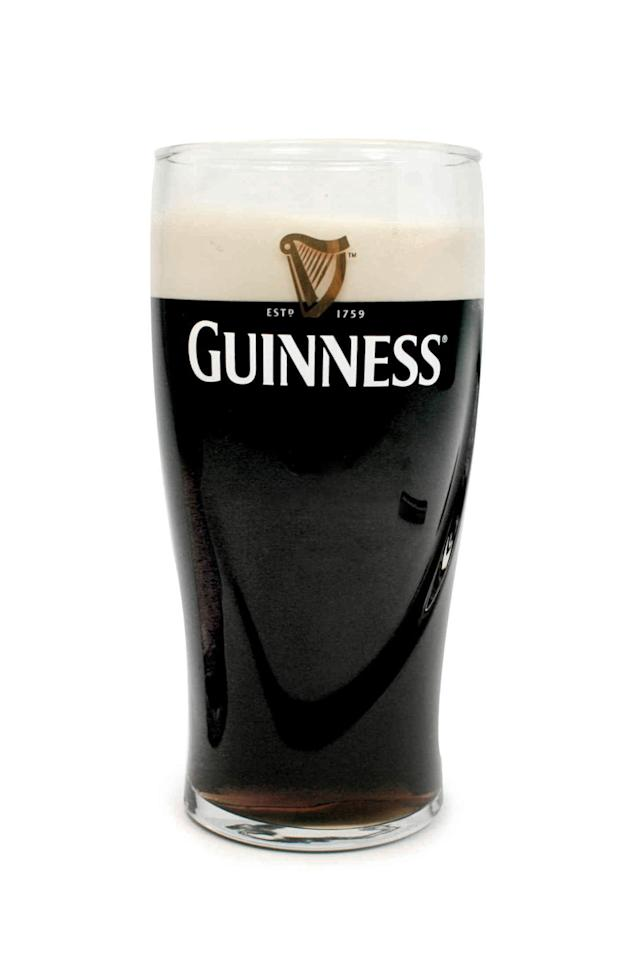 <p>Every male relative's favorite drink also happens to be a great waist-trimmer.  The bitter coffee and caramel mix never gets old. </p><p><strong>Guinness Draught (4.2% ABV), 125 calories</strong></p>