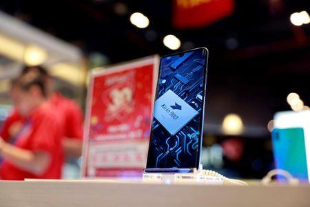 FILE PHOTO: Huawei P30 handset is displayed in a phone shop at a shopping centre in Bangkok, Thailand May 22, 2019. REUTERS/Soe Zeya Tun/File Photo