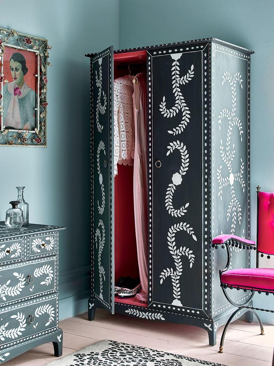 <p>This wardrobe is painted with Chalk Paint® by Annie Sloan in Graphite and Old White and detailed with new Pearlescent Glaze. The decorative floral motif adds so much whimsy. </p>