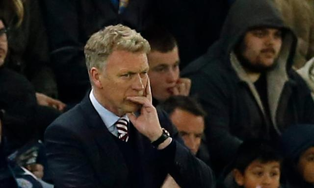 "<span class=""element-image__caption"">Sunderland's manager David Moyes looks dejected<br>during the 2-0 midweek defeat at Leicester City, where they held their own for 69 minutes<br></span> <span class=""element-image__credit"">Photograph: Andrew Boyers/Reuters</span>"