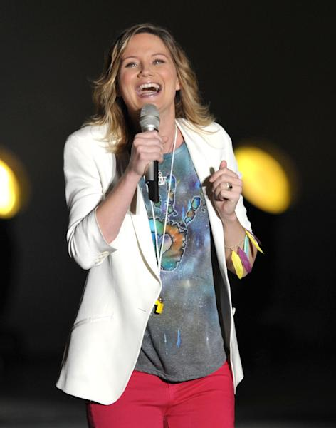 FILE - This May 22, 2012 file photo shows Jennifer Nettles of Sugarland performing at The Greek Theater in Los Angeles. Nettles is releasing a solo album. Nettles says Friday, May 17, 2013 in a news release that she is working with Rick Rubin and will release the album in the fall. (Photo by John Shearer/Invision/AP, file)