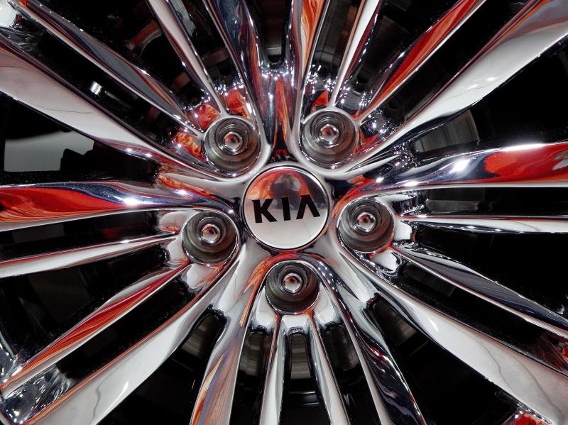 Automakers improve quality to record level in annual survey