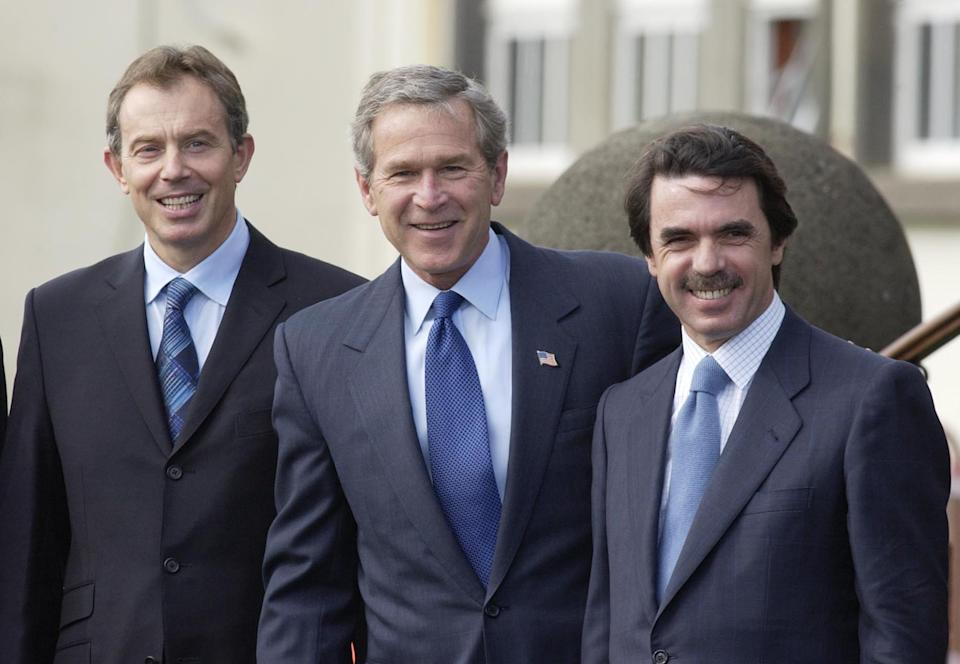 Tony Blair (Reino Unido), George Bush (EE.UU.) y José María Aznar (España), en la cumbre de las Azores sobre la invasión de Irak. (Photo by PA Images via Getty Images)