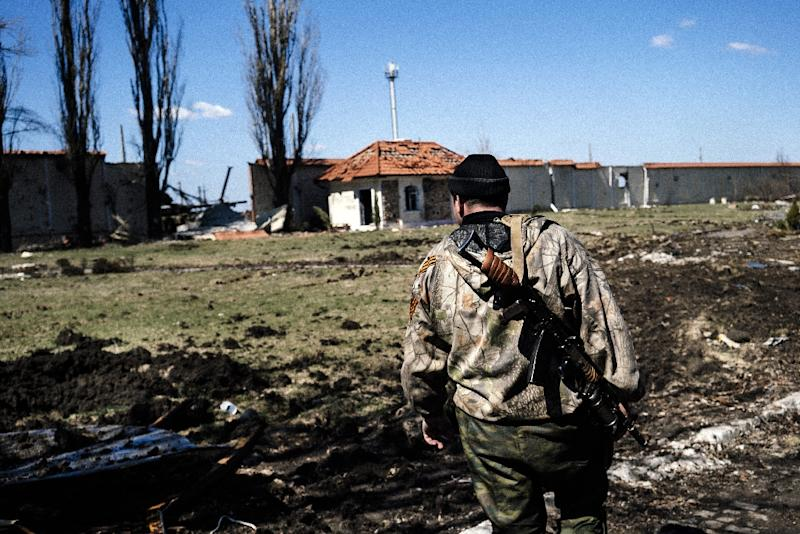 A pro-Russian rebel stands guard in the village of Spartak near Donetsk airport on April 10, 2015 (AFP Photo/Dimitar Dilkoff)