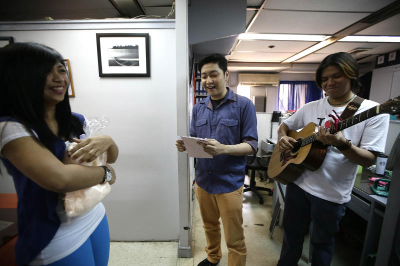 Filipinos abroad hire Cupids to serenade lovers