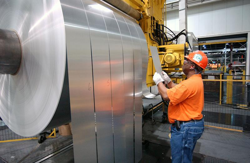 Alcoa posts slim 3Q profit on lower costs