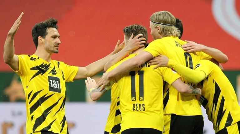 Dortmund captain Marco Reus (C) celebrates after scoring their second goal in the win at Mainz which confirms a Champions League place next season